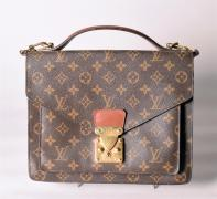 Louis VUITTON Sac en toile monogram et cuir marron, important fermoir serrure en...
