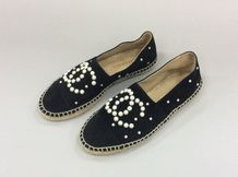"CHANEL COLLECTION Pre Fall 2017 "" Ritz Cosmopolite ""  Paire d'espadrilles en agneau..."