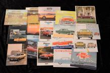 """Catalogues Chevrolet, de 1946 à 1980""  Volumineux lot de catalogues, principalement..."