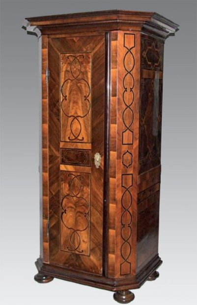 petite armoire bonneti re en placage de noyer et bois exotique marquet s. Black Bedroom Furniture Sets. Home Design Ideas