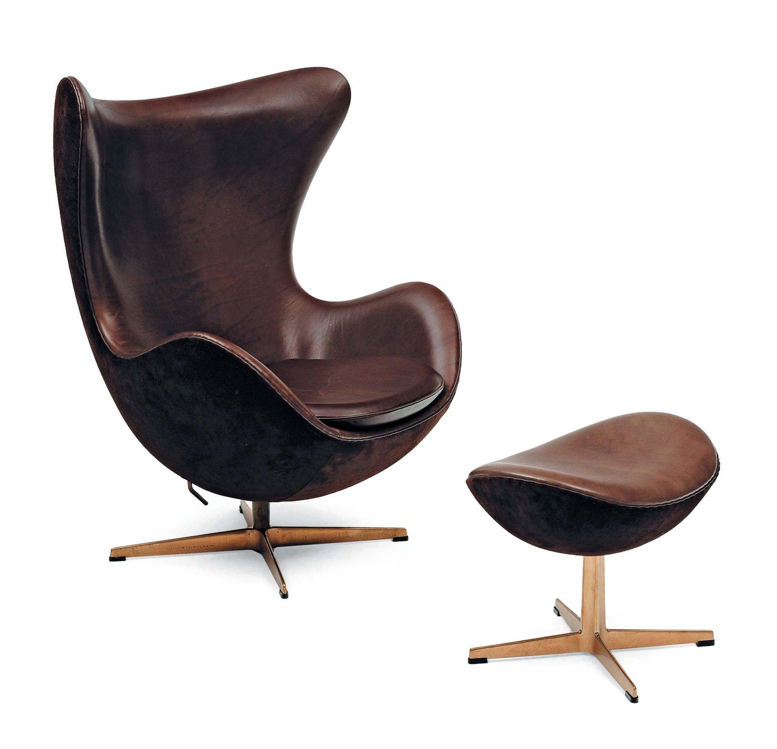 arne jacobsen fauteuil mod le golden egg et son ottoman garnis de cuir. Black Bedroom Furniture Sets. Home Design Ideas