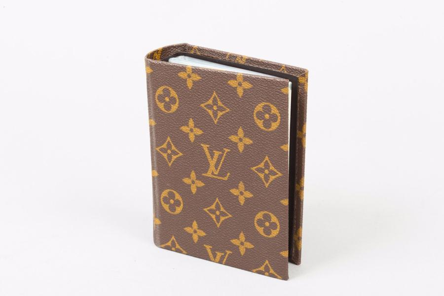 Louis VUITTON Lot de quatre portes photos en toile monogram divers (usures)