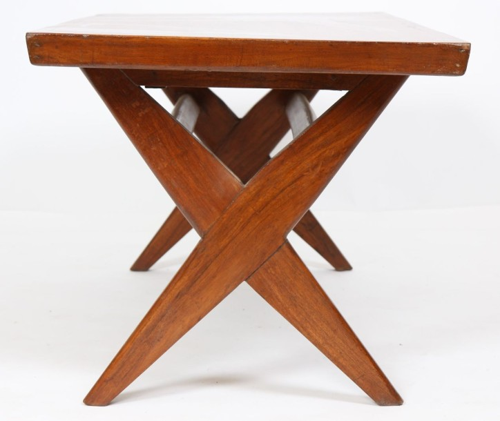 Pierre JEANNERET (1896-1967)  Table basse dite « easy table » en teck naturel à…